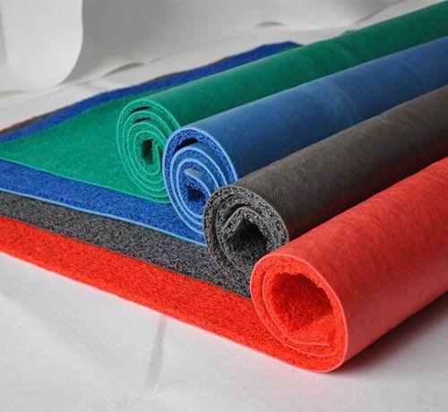 Nên chọn tấm thảm nhựa trải sàn nhà cho gia đình