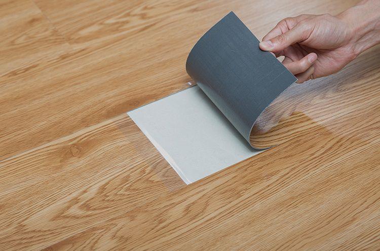 So sánh ưu nhược điểm của simili trải sàn vân gỗ và sàn gỗ