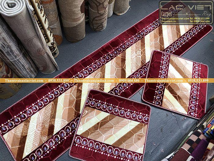 Thảm trải ghế gỗ nhung mịn màu đỏ